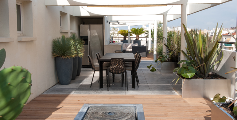Terrasse contemporaine en centre ville marseille - Amenagement piscine contemporaine marseille ...