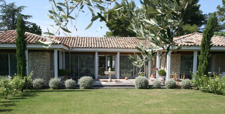 Jardin priv saint r my de provence 13 architecte for Architecte paysagiste