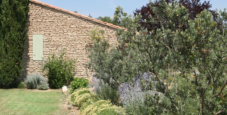Jardin proven al priv gordes 84 architecte paysagiste thomas gentilini cr ation et for Architecte paysagiste marseille
