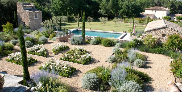 Jardin priv proven al saint cannat 13 architecte for Amenagement jardin provencal