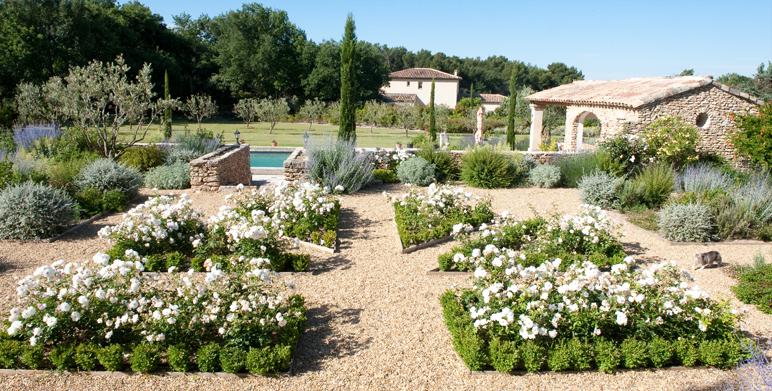 jardin priv proven al saint cannat 13 architecte. Black Bedroom Furniture Sets. Home Design Ideas