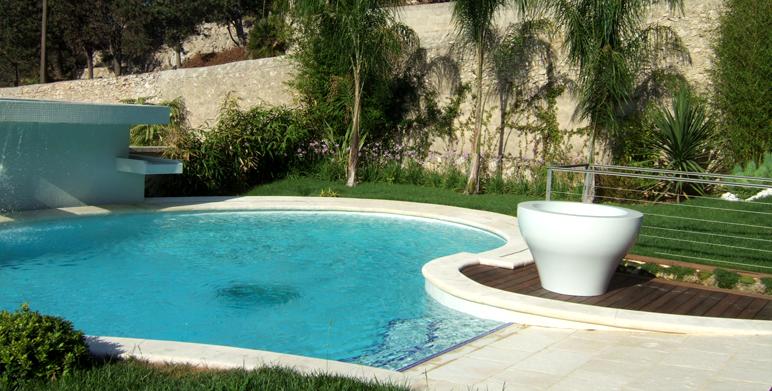 Jardin contemporain sur les hauteurs de marseille for Architecte paysagiste contemporain